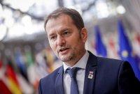 Призоваха премиера на Словакия да се откаже от магистърската си степен