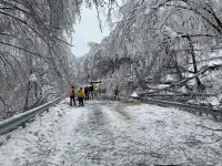 Населени места във Врачанско са без електричество, блокирани са пътища