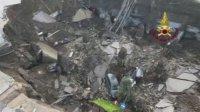 """Огромна дупка """"погълна"""" автомобили на паркинг в Неапол"""