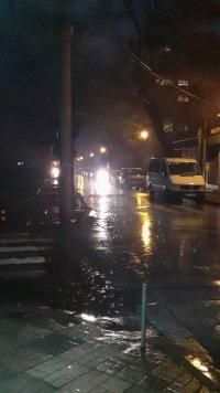 Свлачище затрудни движението по пътя Асеновград-Смолян