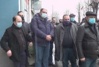 Близки на починалото момче в Мездра излязоха на мирен протест