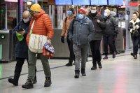 Швеция затяга мерките, без да затваря страната
