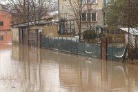 Положението в Петърч остава критично, но овладяно