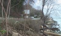 Свлачище затрупа алея в Морската градина във Варна