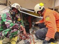 снимка 3 Земетресение в Индонезия взе 7 жертви, има опасност от цунами