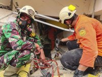 снимка 2 Десетки загинали след земетресението в Индонезия