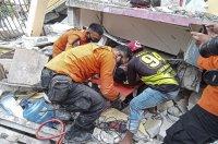 снимка 4 След труса: Над 15 000 евакуирани в Индонезия (СНИМКИ)