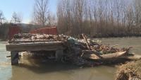 Сметище се образува и по река Струма край Невестино