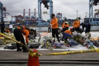 снимка 2 Извлякоха данни от черната кутия на катастрофиралия индонезийски Боинг