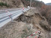 Подкопан е пътят между Симитли и Разлог при Градево
