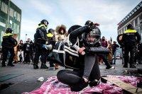 снимка 5 Сълзотворен газ, водни оръдия и над 200 арестувани в Нидерландия (Снимки)