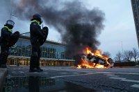 Сълзотворен газ, водни оръдия и над 200 арестувани в Нидерландия