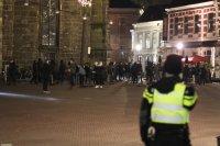 снимка 9 Сълзотворен газ, водни оръдия и над 200 арестувани в Нидерландия (Снимки)