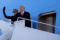 """Тръмп пожела успехи на новата администрация и обеща да се върне """"под някаква форма"""""""