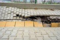 снимка 5 Ремонтират пропадналия тротоар пред Медицинска академия