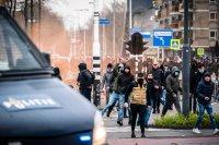 снимка 3 Сълзотворен газ, водни оръдия и над 200 арестувани в Нидерландия (Снимки)