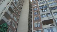"""Щети в два апартамента в блок до метрото, комисия проверява дали има връзка с надигането на релсите при метростанция """"Хаджи Димитър"""""""