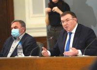 Новият по-заразен щам на COVID-19 вече е в България, допускат здравните власти