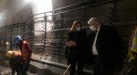 Започна демонтиране на релсите в затворения участък на метрото