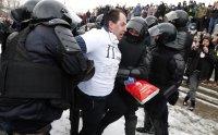 снимка 9 Над 3000 души са задържани на протестите в подкрепа на Навални (СНИМКИ)
