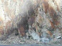 Скални късове паднаха на няколко места в Кресненското дефиле