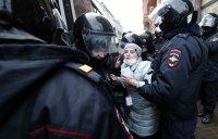 снимка 15 Над 3000 души са задържани на протестите в подкрепа на Навални (СНИМКИ)