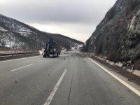 """снимка 2 Все още не е ясно кога ще разчистят пътя край свлачището на АМ """"Струма"""""""