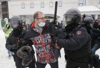 снимка 12 Над 3000 души са задържани на протестите в подкрепа на Навални (СНИМКИ)