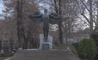 В Хасково си имат Паметник на завистта