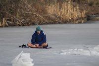 На един дъх: Нов Гинес рекорд за най-дълго плуване под лед (Снимки)