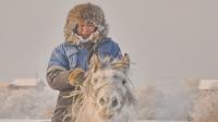 Фотографи заснемат суровата прелест на Сибир и при -50°