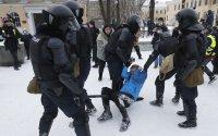 снимка 3 Над 3000 души са задържани на протестите в подкрепа на Навални (СНИМКИ)