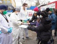 Деца подариха топъл обяд и картички на медиците в COVID-отделението на Александровска болница