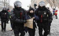 снимка 11 Над 3000 души са задържани на протестите в подкрепа на Навални (СНИМКИ)