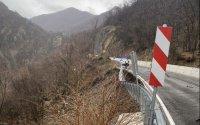 Пропаднала е част от подпорна стена по пътя Кричим - Девин