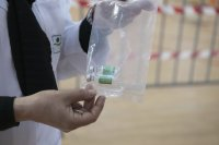Група в Китай е продавала физиологичен разтвор вместо ваксини срещу коронавирус