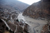 Бедствие в Индия - водна стена от ледник отнесе села и пътища (видео)