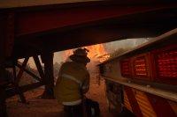снимка 5 Силен вятър разгаря горския пожар в Австралия, опасността за хората остава