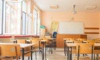 170 000 ученици и 30 000 учители се връщат в клас от днес