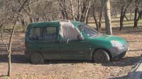 Бездомник живее в изоставен автомобил в столичния парк Гео Милев