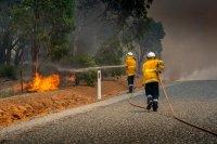 снимка 2 Силен вятър разгаря горския пожар в Австралия, опасността за хората остава