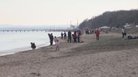 На плаж през февруари: Бургазлии влязоха в морето