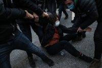 Продължават протестите на студенти в Истанбул
