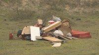 """Хванаха кой изхвърля битови отпадъци в защитената местност """"Ятата"""" край Варна (ВИДЕО)"""