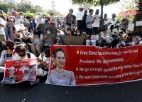 снимка 2 Протестите срещу военния преврат в Мианмар продължават