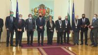 Президентът Радев връчи високи държавни отличия на български творци и общественици