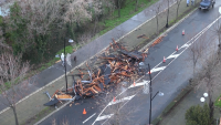 Разчистиха отнесения от вятъра покрив в Несебър
