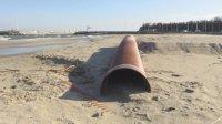 Безстопанствена тръба унищожава плажа в Крайморие