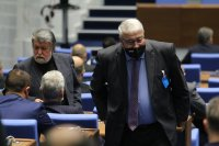 В парламента: Обиди и изгонване от зала заради неносене на маски