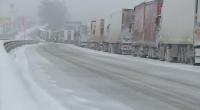 Блокирани пътища и затворени гранични пунктове заради лошото време (Обзор)